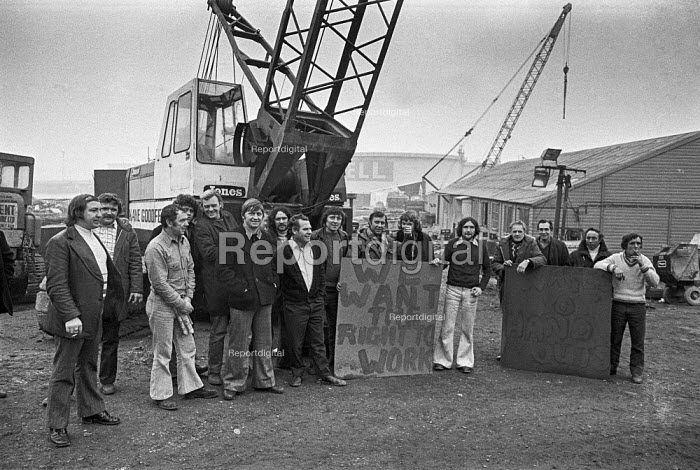 Sit in by building workers against job losses, Cammell Laird shipyard, Birkenhead, Liverpool 1975 - Peter Arkell - 1975-03-01