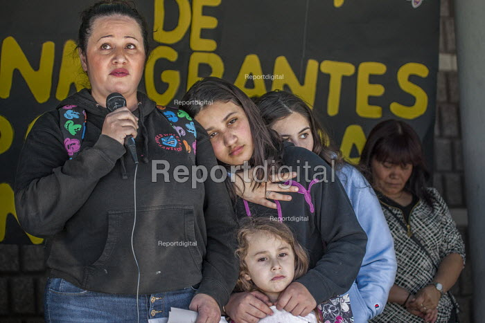 Richmond Detention Center, California USA People of faith vigil against imprisonment of immigrants. Lourdes speaking and her daughters Sofia, Anna and Isabel, her husband Fernando has been detained for three months - David Bacon - 2018-02-03