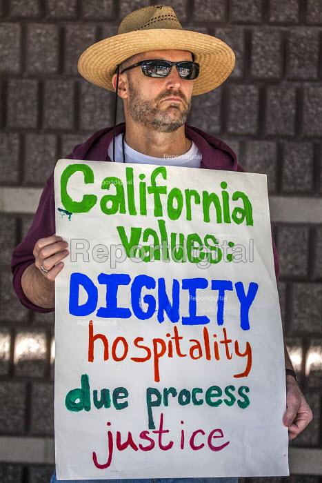 Richmond Detention Center, California USA faith vigil protest against imprisonment of immigrants - David Bacon - 2018-02-03
