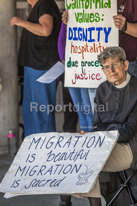 Richmond Detention Center, California USA People of faith vigil against imprisonment of immigrants. - David Bacon - 2018-02-03