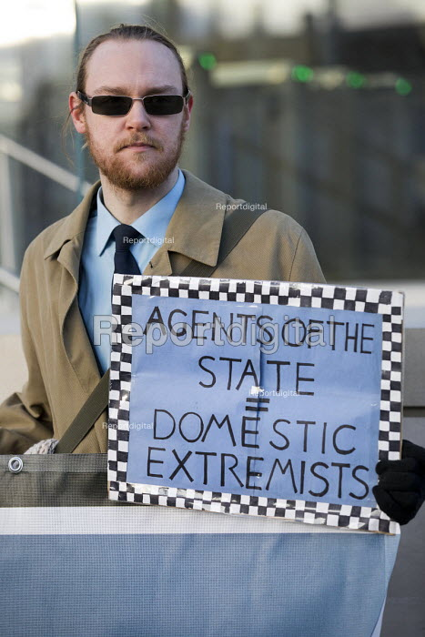 Domestic Extremist Day protest against state spying and disruption of political organisations outside New Scotland Yard, Embankment, London - Jess Hurd - 2007-07-16