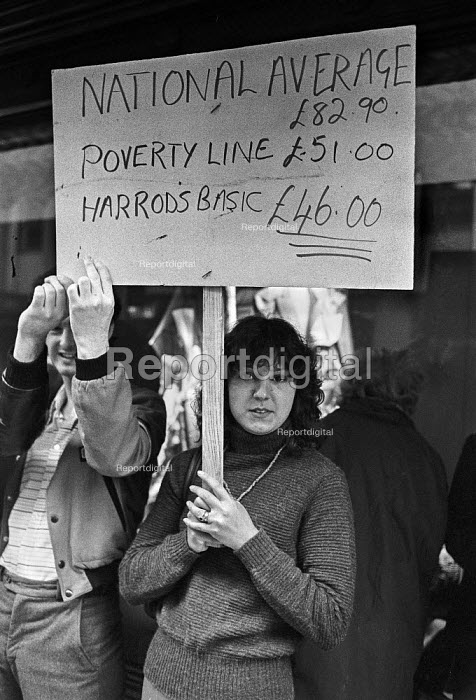 Harrods workers strike over low pay, London 1978 - NLA - 1978-06-14