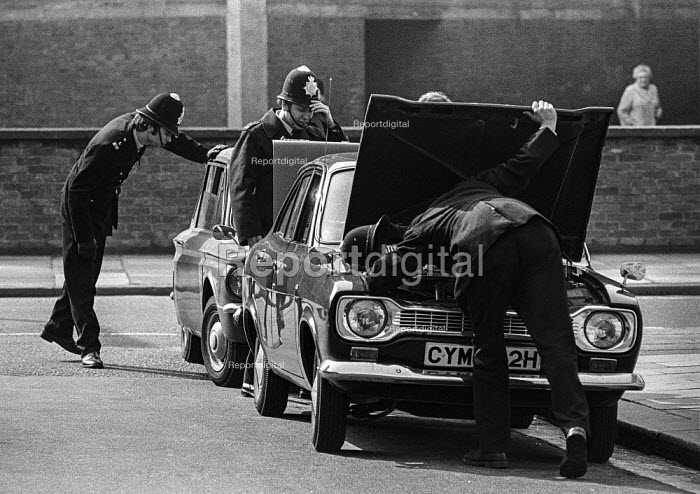 Police searching cars near Lambeth Magistrates Court, London 1973 during the trial of the Belfast 10 on charges made after the London bomb explosions on March 8 - Peter Arkell - 1973-04-24
