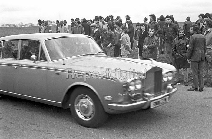Rolly Royce car sweeps past pickets, Stable lads strike for a living wage, Newmarket races 1975 - Martin Mayer - 1975-05-03