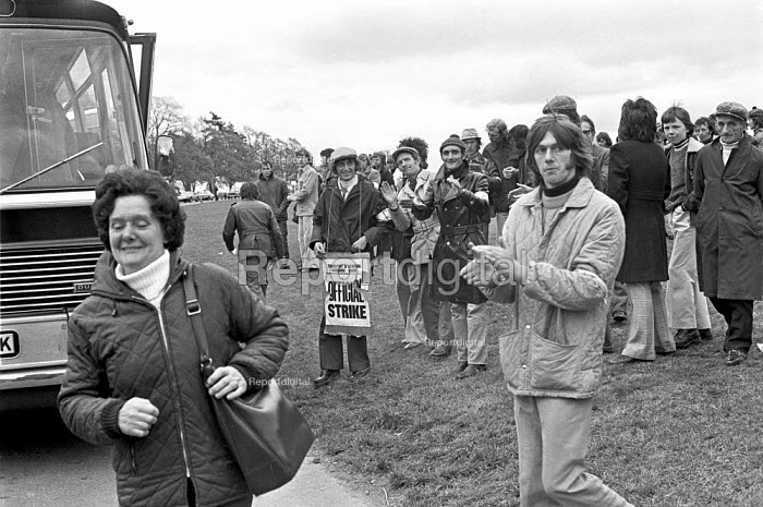 Stable lads strike for a living wage, Newmarket races 1975 Applauding as a coach observes their picket line and the racegoers get off to walk - Martin Mayer - 1975-05-03