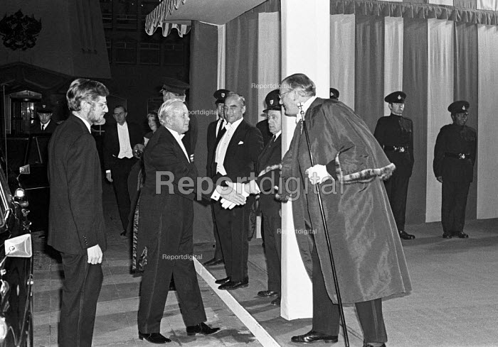 Harold Wilson arriving at the Lord Mayors Banquet, Guildhall, London 1975 - NLA - 1975-11-10
