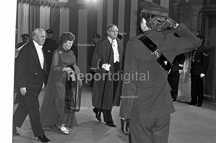 Harold Wilson arriving at the Lord Mayors Banquet, Guildhall, London 1975 - NLA - 1975-10-10