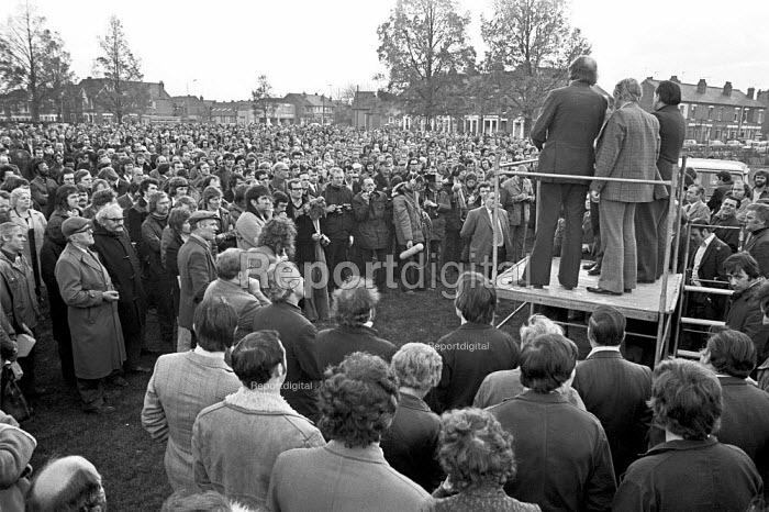Mass meeting of Chrysler workers, Stoke Green,, Coventry 1975 facing redundancies to save the factory as Crysler make a loss - NLA - 1975-11-07