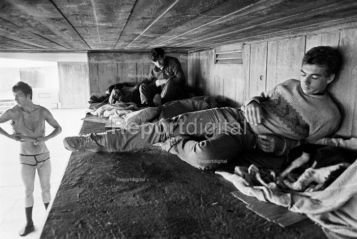 Homeless Cardboard City. The Bull Ring Underpass, Waterloo, London 1982 - Katalin Arkell - 1982-08-07