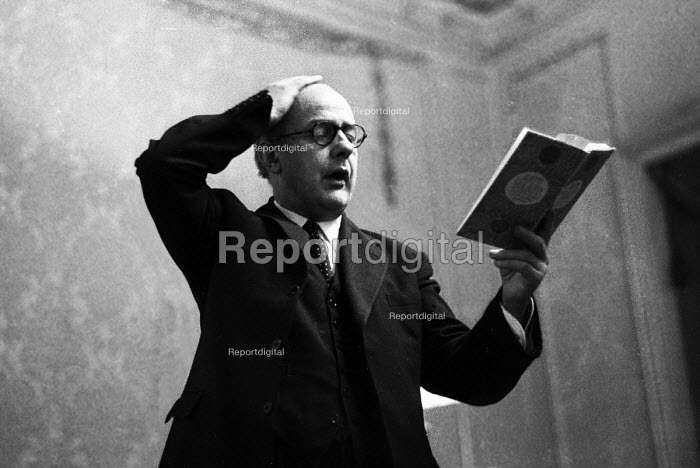 John Betjeman reading at a poetry reading of his work, London, 1959 - Alan Vines - 1959-01-15