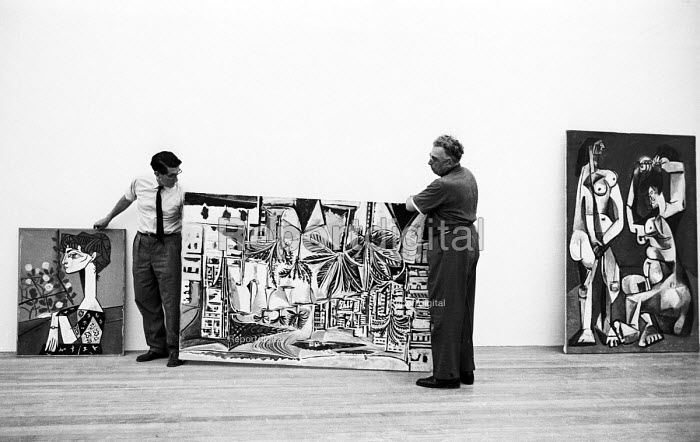 Roland Penrose curating the first major retrospective exhibition of the work of Pablo Picasso, Tate Gallery London 1960. Co-founder of the ICA Penrose was a friend and biographer to Pablo Picasso - Alan Vines - 1960-06-18