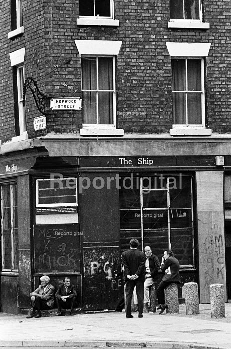 Men waiting for the pub to open, Vauxhall, Liverpool 1975 - John Sturrock - 1975-07-29