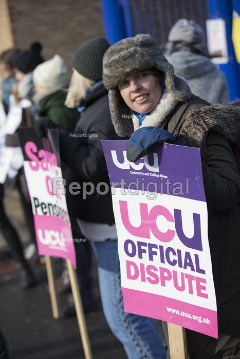 UCU university lecturers strike in a pensions dispute, Queen Mary University of London. - Jess Hurd - 2018-02-26