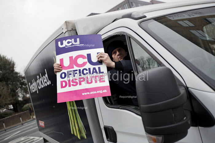 TESCO delivery driver supporting UCU university lecturers strike in a pensions dispute, Queen Mary University of London, East London. - Jess Hurd - 2018-02-26