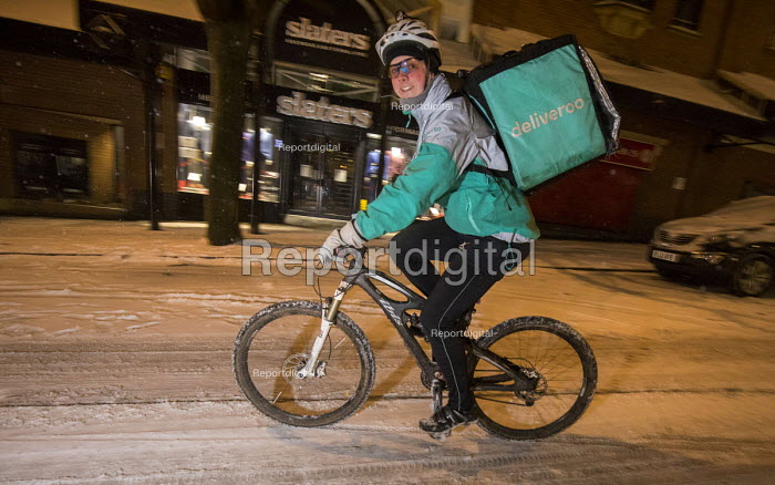 Deliver cyclists working on the snow covered streets of Bristol. - Paul Box - 2018-03-01