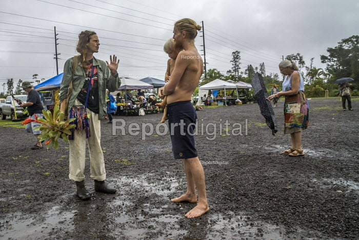 Big Island, Hawaii, Saturday Makuu Farmers Market, Pahoa, a town with many people living alternative lifestyles - David Bacon - 2018-02-25