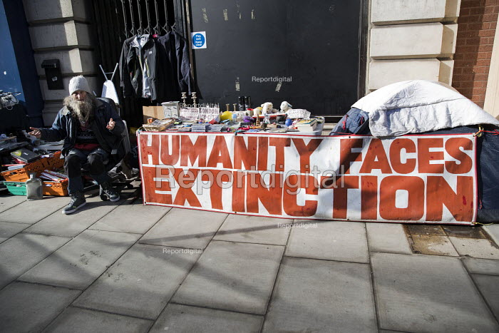 Nick, Noahs Ark environmental campaigner sleeping rough and recycling, Fitzrovia, London. Humanity Faces Extinction banner - Jess Hurd - 2018-03-05