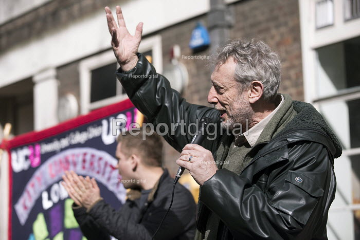 Childrens author and lecturer Mike Rosen speaking on his first strike. UCU university lecturers pensions strike, London - Jess Hurd - 2018-03-14