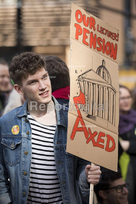Student supporting UCU university lecturers pensions strike protest, London - Jess Hurd - 2018-03-14