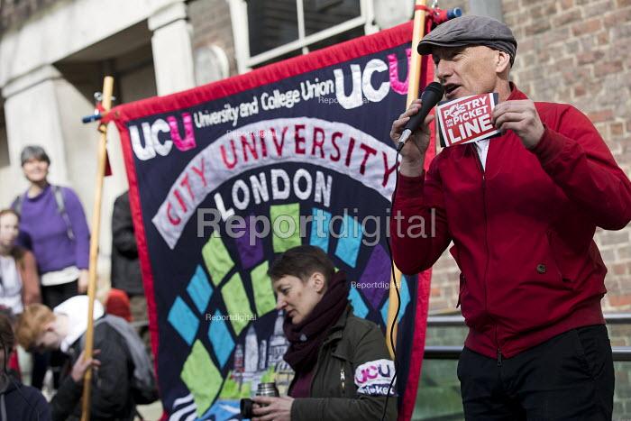 Poet Chip Hamer supporting UCU university lecturers pensions strike, London - Jess Hurd - 2018-03-14