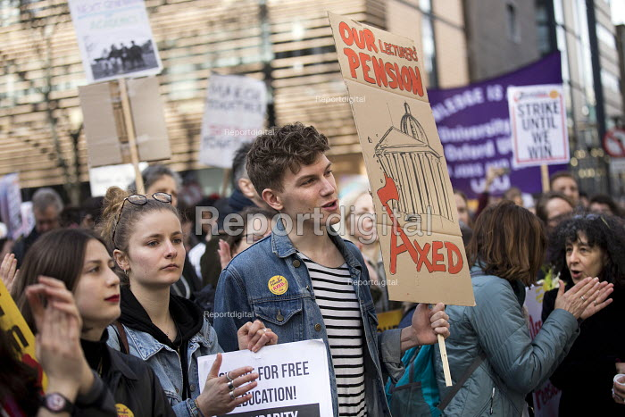 Students supporting UCU university lecturers pensions strike protest, London - Jess Hurd - 2018-03-14