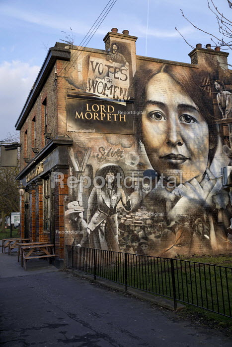Suffragette mural Lord Morpeth pub, Bow, East London, commemorating Sylvia Pankhurst and the East London Federation of the Suffragettes by artist Jerome Davenport - Jess Hurd - 2018-03-22