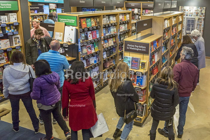 Georgetown, Washington DC Amazon bookshop that has replaced a Barnes & Noble bookstore. It displays 5,600 titles that are highly rated on the Amazon.com website - Jim West - 2018-03-25