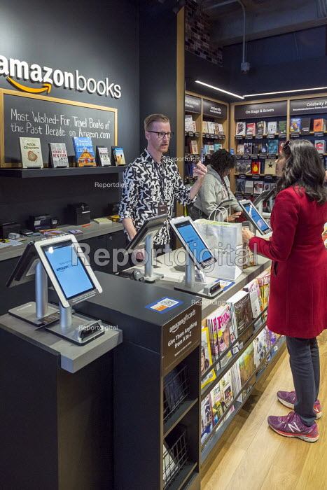 Georgetown, Washington DC Customers buying books at an Amazon bookshop that has replaced a Barnes & Noble bookstore. It displays 5,600 titles that are highly rated on the Amazon.com website - Jim West - 2018-03-25