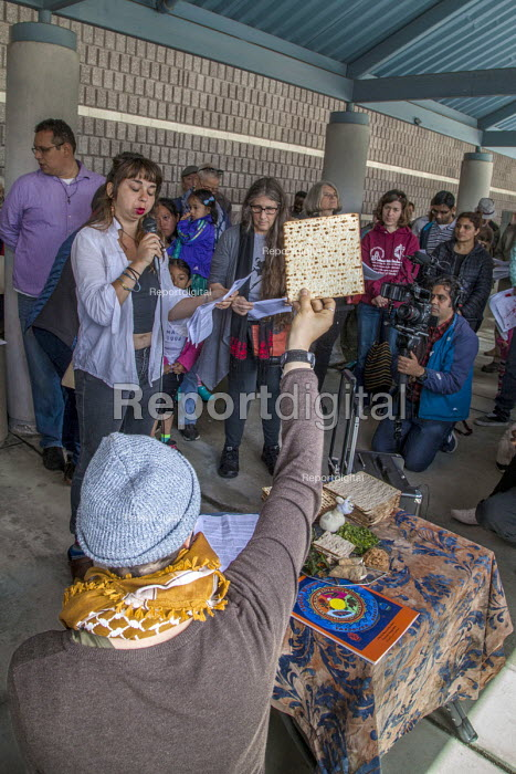 California, USA People of faith and immigrant families hold a protest vigil at The Richmond Detention Center where immigrants are imprisoned before being deported. Celebrating the Passover - David Bacon - 2018-04-07