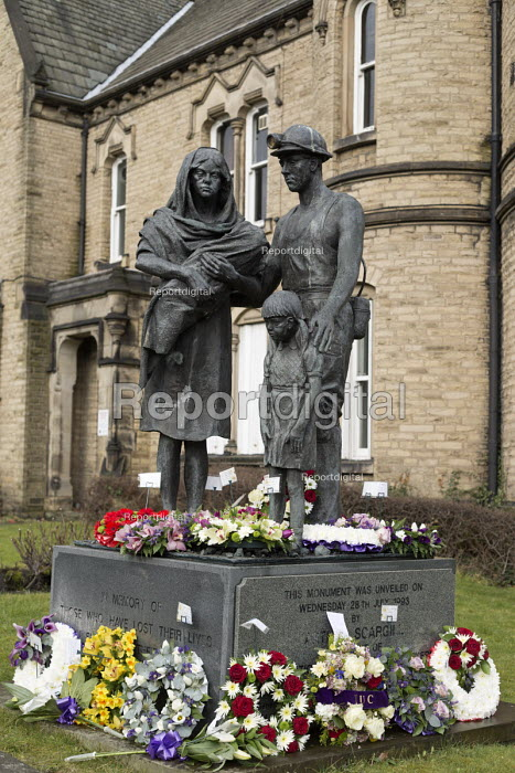 Memorial statue To those who lost their lives in supporting their Union in times of struggle, Barnsley NUM headquaters - John Harris - 2018-03-13