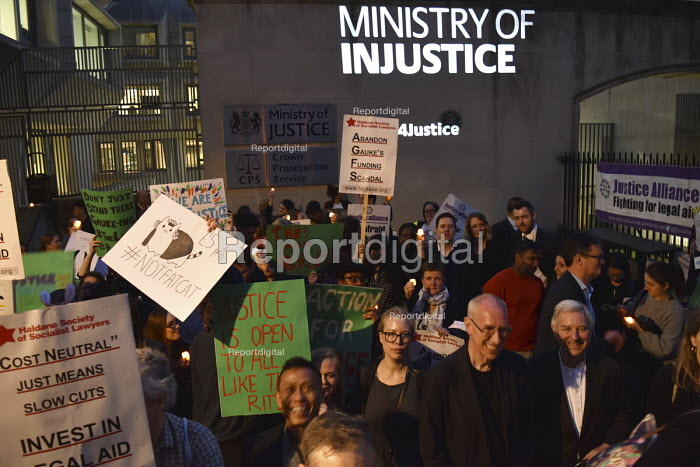 Vigil for Justice defending legal aid, Justice Alliance, Ministry of Justice, London Ministry of Injustice projected onto the building - Stefano Cagnoni - 2018-04-18