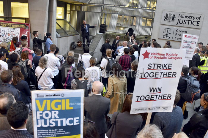 Mark Serwotka Gen Sec PCS speaking, Vigil for Justice defending legal aid, Justice Alliance, Ministry of Justice, London - Stefano Cagnoni - 2018-04-18