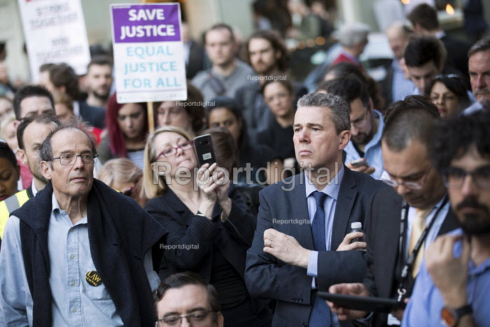 Vigil for Justice defending legal aid, Justice Alliance, Ministry of Justice, London. Mark Serwotka PCS - Jess Hurd - 2018-04-18