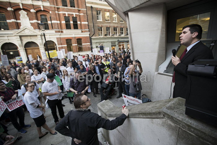Richard Burgon MP speaking Vigil for Justice defending legal aid, Justice Alliance, Ministry of Justice, London - Jess Hurd - 2018-04-18
