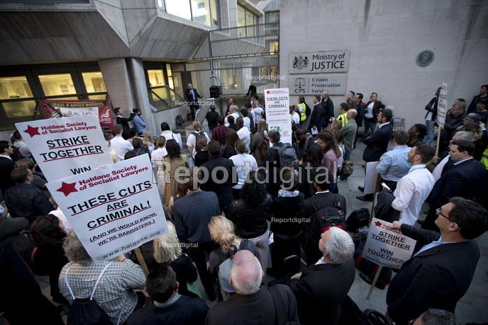 Mark Serwotka PCS speaking Vigil for Justice defending legal aid, Justice Alliance, Ministry of Justice, London - Jess Hurd - 2018-04-18