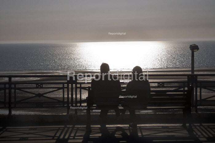 Couple sitting on a bench on a Spring evening watching the sea, Blackpool promenade - Stefano Cagnoni - 2017-05-10