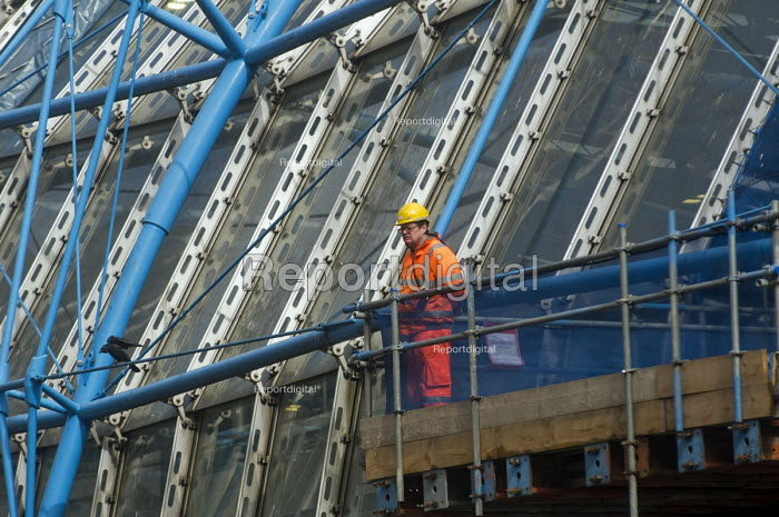 Construction worker on building site, Waterloo London - Stefano Cagnoni - 2018-03-20
