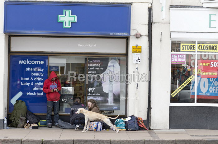 Homeless on the street and shop closing down, Stratford upon Avon - John Harris - 2018-04-16