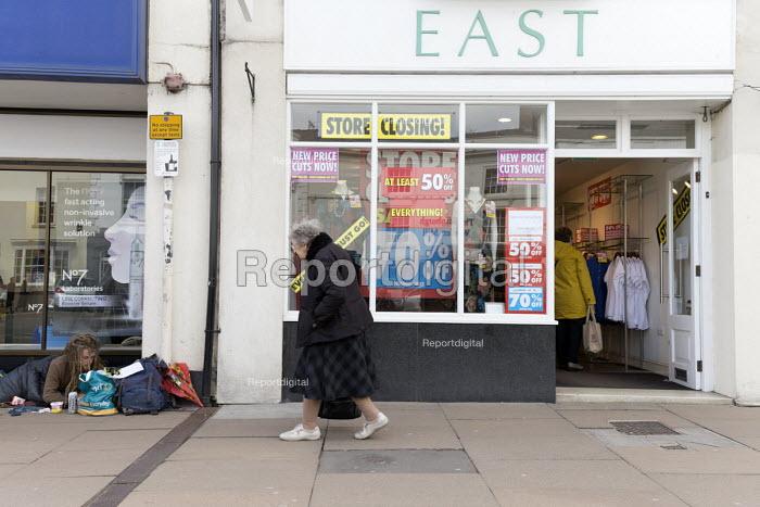 Homeless on the street and shop closing down, Stratford upon Avon - John Harris - 2018-04-16