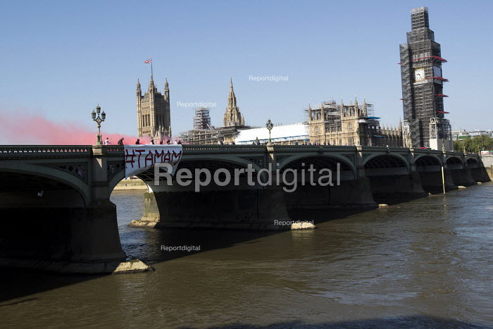 British anti Isis fighters and Kurdish activists drop a banner on Westminster Bridge accusing Theresa May of welcoming Tayyip Erdogan, Turkish President, they accuse of being a war criminal, to Downing Street. London - Jess Hurd - 2018-05-15