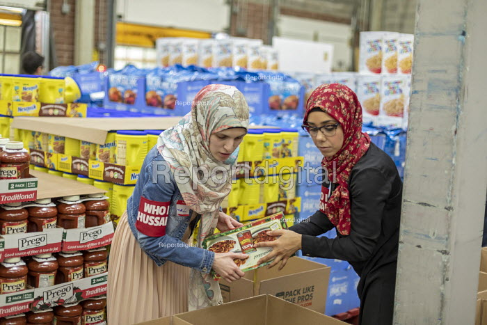 Novi, Michigan, USA: Muslim volunteers packing food boxes for the poor in the Detroit during the holy month of Ramadan - Jim West - 2018-06-09