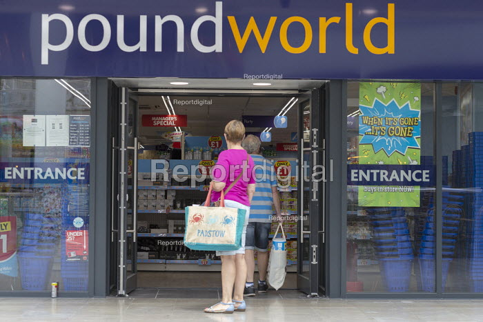 Shoppers at Poundworld which has announced it has gone into administration with 5,100 jobs at risk. When It's Gone It's Gone advertismanr in the window - John Harris - 2018-06-12