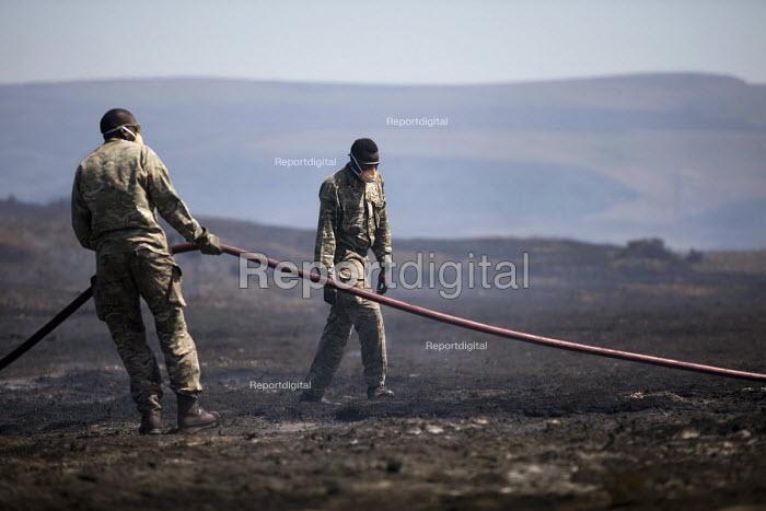 Soldiers deployed to Saddleworth Moor fire, Stalybridge, Derbyshire. - Jess Hurd - 2018-06-28