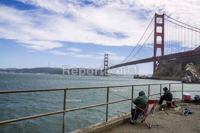 San Francisco, California, USA: Fisherman under the Golden Gate Bridge - David Bacon - 2018-07-07
