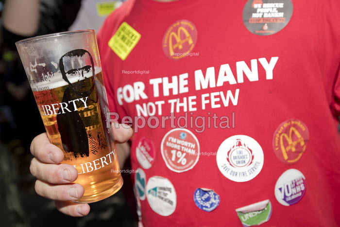 Tolpuddle Martyrs' Festival, Dorset 2018, For the Many Not the Few Labour Party T-shirt, Liberty beer glass - Jess Hurd - 2018-07-22
