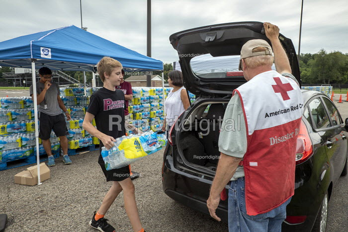 Parchment, Michigan USA, State of emergency declared after high levels of PFAS chemicals found in drinking water. Volunteers from the Red Cross and local High School distributing bottled water to residents. The contaminants pose severe health risks - Jim West - 2018-07-31