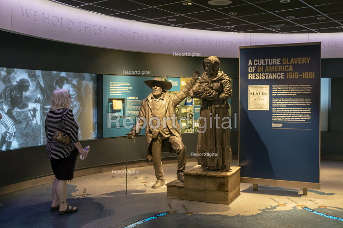 Memphis, Tennessee USA The National Civil Rights Museum at the Lorraine Motel where Martin Luther King was assassinated in 1968. A display on the history of slavery shows a slave and her baby being sold at a slave auction. - Jim West - 2018-04-25