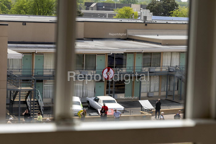 Memphis, Tennessee USA The National Civil Rights Museum at the Lorraine Motel, where Martin Luther King was assassinated in 1968. The view of Room 306 where King died from the boarding house across the street where James Early Ray fired the fatal shot - Jim West - 2018-04-25