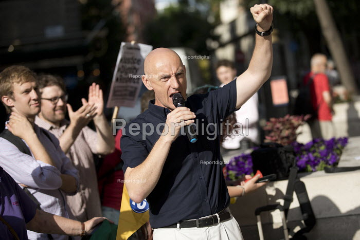 Chip Hamer, Poetry on the Picket Line bringing solidarity to cleaners in UVW union striking over low pay and unfair working conditions, Ministry of Justice, Westminster, London - Jess Hurd - 2018-08-07