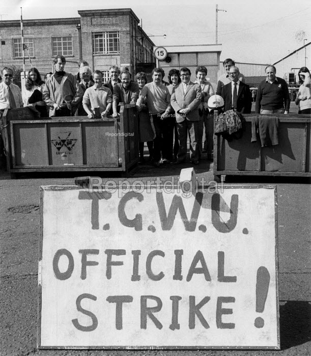 TGWU strike Massey Ferguson factory, Banner Lane, Coventry 1983 - John Harris - 1983-09-16